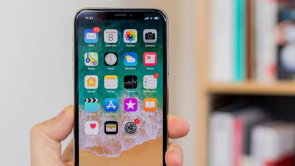 Cand ajunge un iPhone X in service?